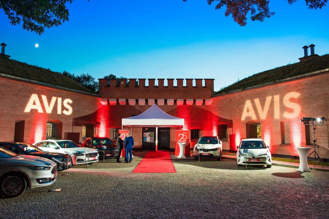 Photo 1 of Avis