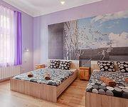 Queens Apartments & Hostel 70s