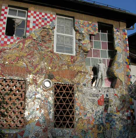Drop A Squat:The Story Of Metelkova Mesto
